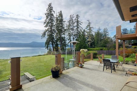 Private Waterfront House Overlooking Sooke Basin