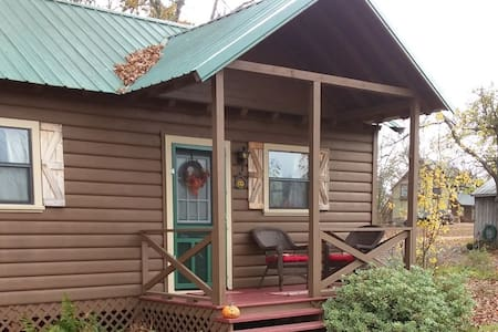 Lill Brown Cabin @ Lazy Dazy Acres
