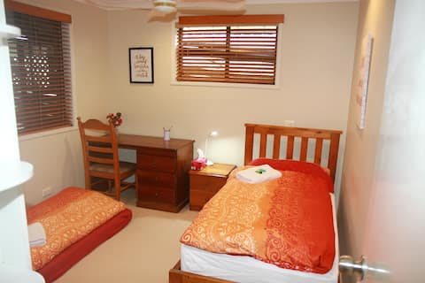 Comfortable room centrally located in Coffs