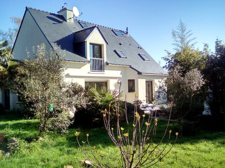 House with 3 bedrooms in Saint-Perreux, with enclosed garden - 40 km from the beach