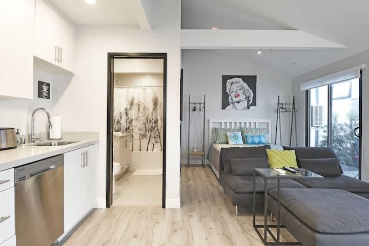 Venice Studio Blocks 2 Beach & Canals Full Kitchen