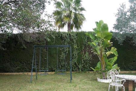 Chalet con piscina en Espartinas - Espartinas
