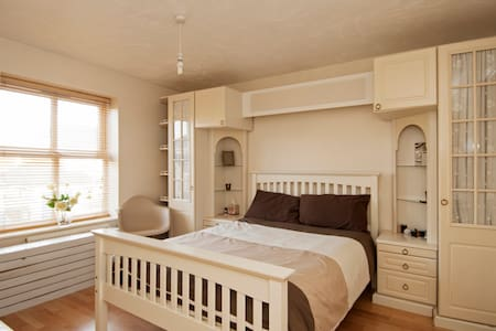Private Room in Cheshunt nr London - Cheshunt