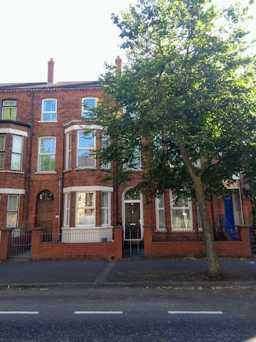 2 Apartments In Victorian House 1Km  From  City