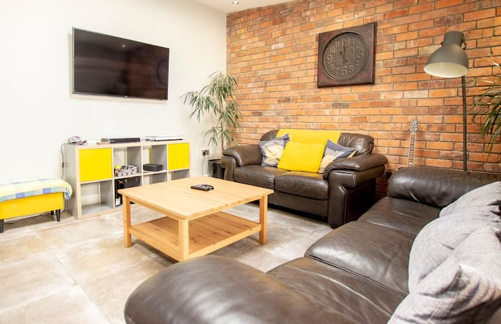 *3 Arena City Private En-suite Double TV , 3