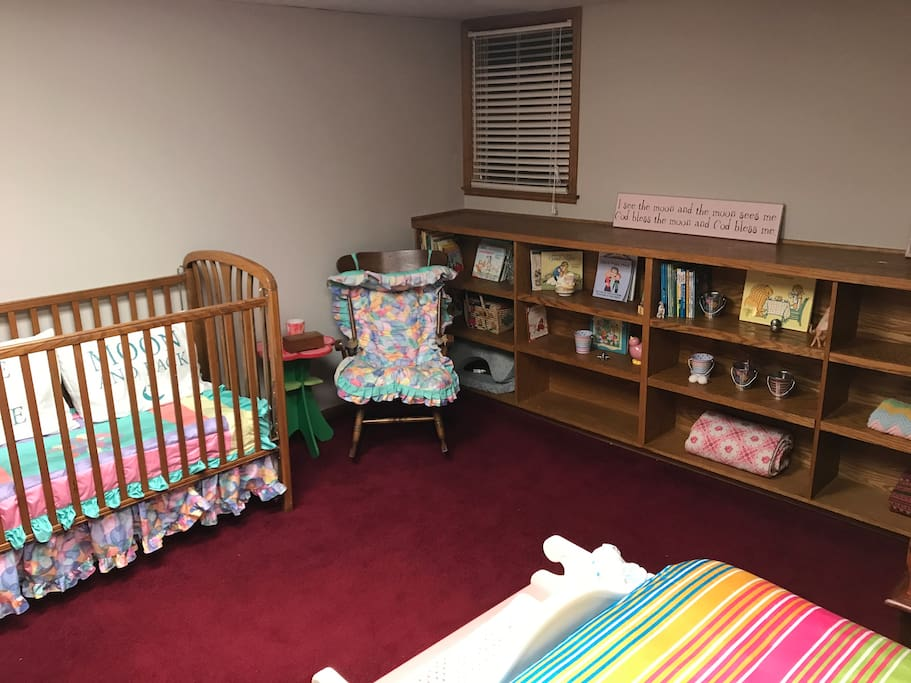 Crib in 2nd bedroom