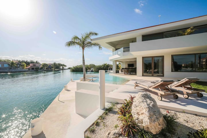 LUXURY VILLA 5 BDR OCEANFRONT 5 MIN WALK TO CENOTE