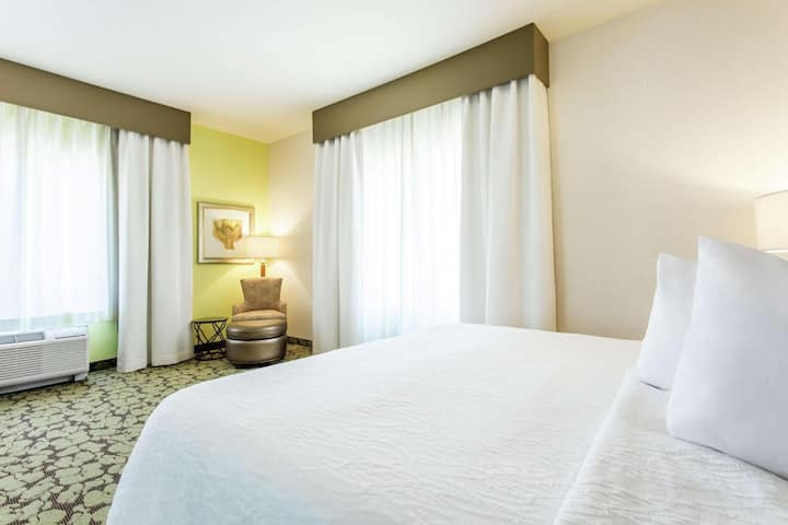 Classic Suite Deluxe Double Bed At Poway