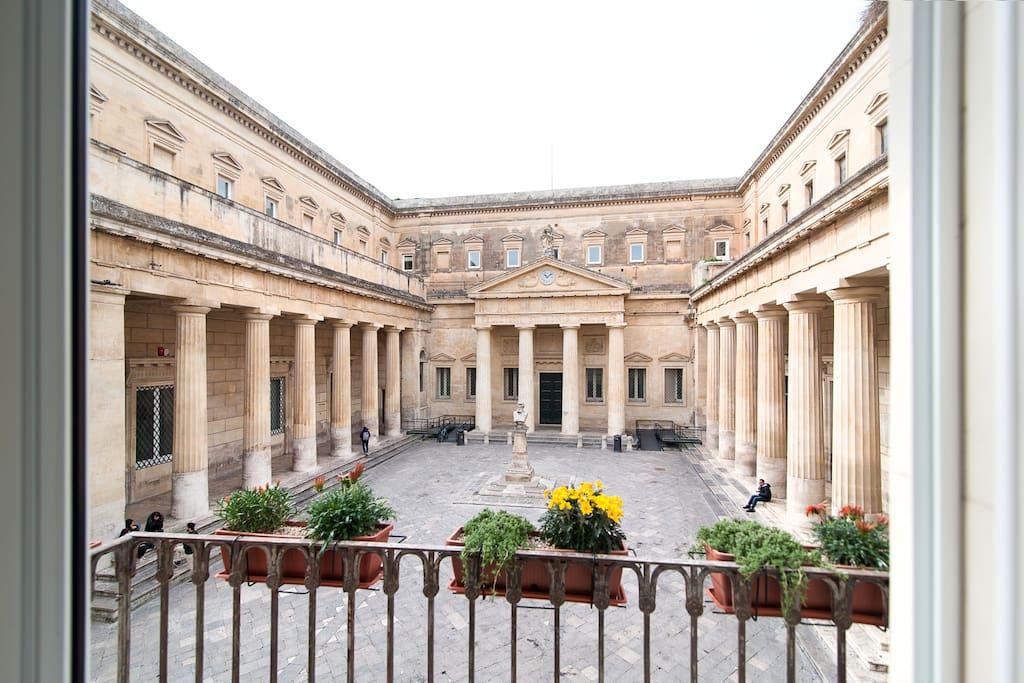 Balcone con affaccio su complesso monumentale Convitto Palmieri