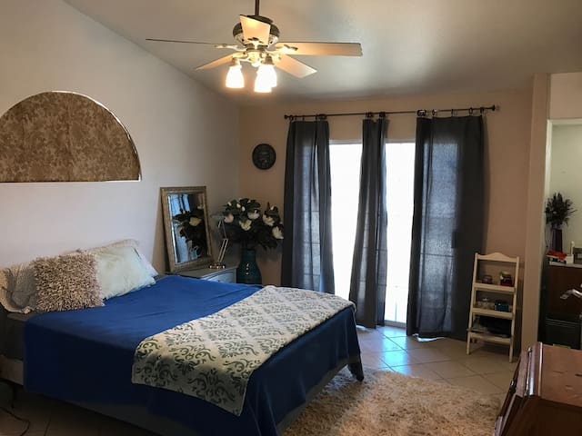 Master suite in Indio - Indio - House