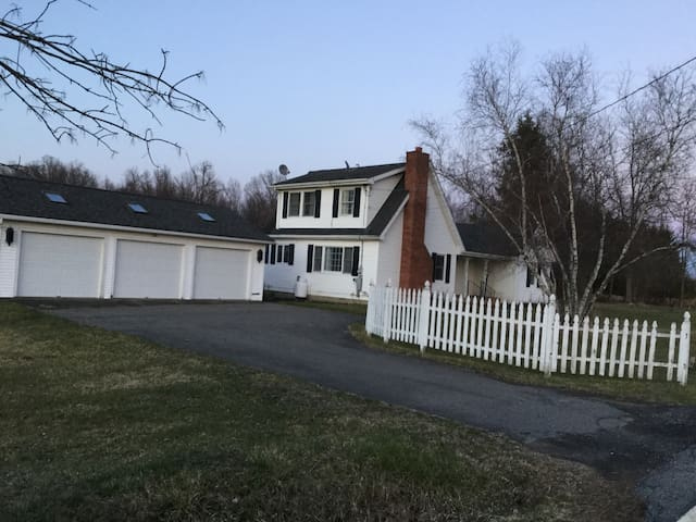 Cozy 3 bedroom home near Tivoli, NY - ทิโวลิ - บ้าน