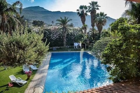 Romantická izba - Villa Megna Green Paradise B&B