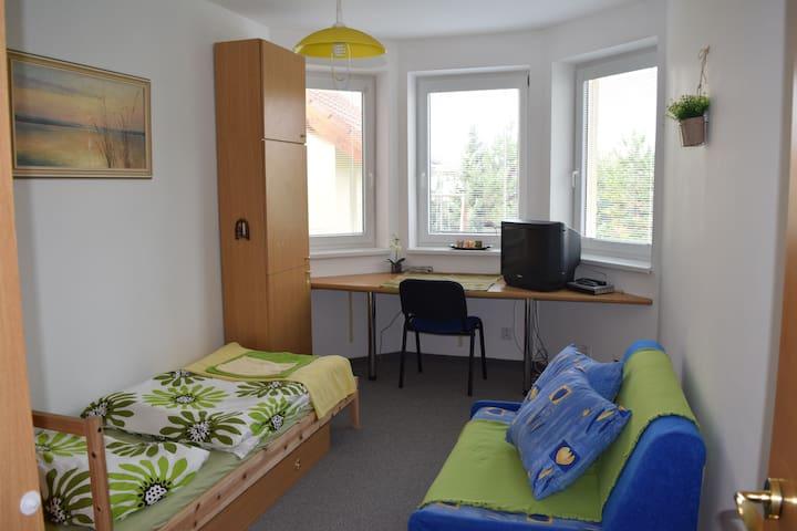 1-3 bedrooms in modern house next to Bratislava - Malinovo - Casa particular