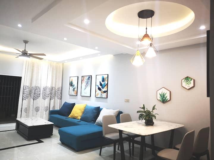 瑞丽市市中心北欧风格大三居舒适公寓