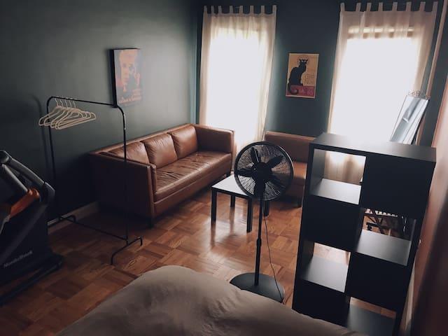 Brooklyn Spacious Hip + Cosy Room in 2 bedroom apt
