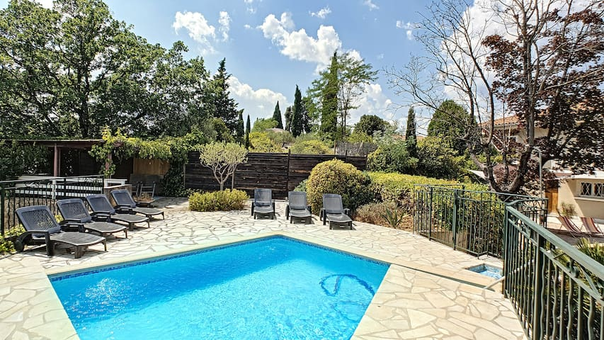 Panoramic villa for 12 with pool near the town