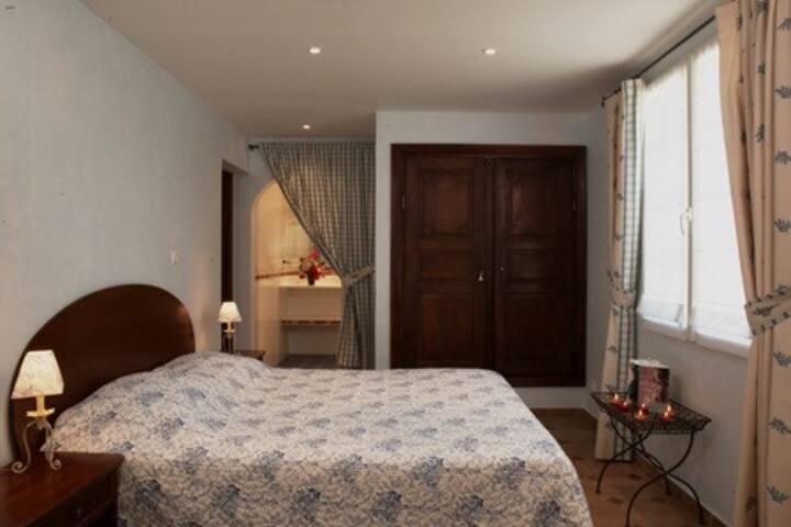 La Désirade chambre d'hôtes Bleue à Carsac-Aillac