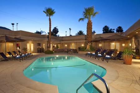 Adults-Only Luxury Studios: Gold Suite-B - Palm Springs