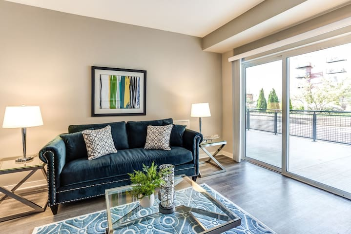 Professionally maintained apt   1BR in Lombard