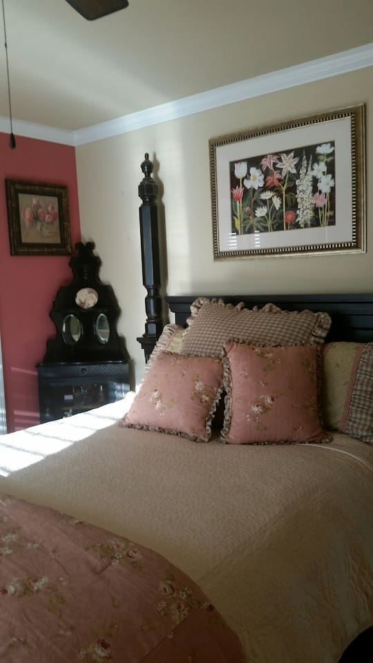Queen Bed in Private Room