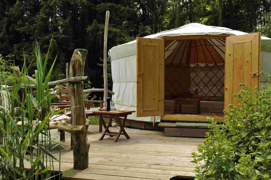 natur pur bernachtung in gem tlicher jurte rundzelte zur miete in wald michelbach hessen. Black Bedroom Furniture Sets. Home Design Ideas