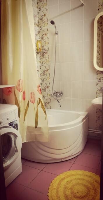 удобный душевой уголок в ванной комнате