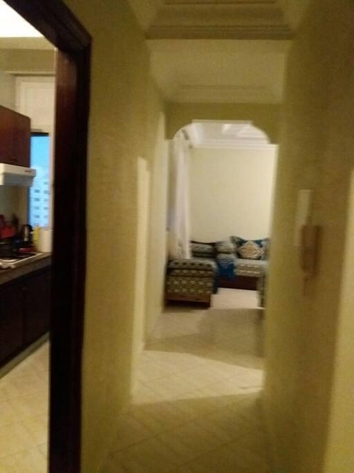 partie partiel cuisine + couloir vers salon marocain