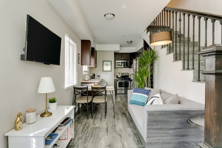 Beautiful Townhome - West Hollywood, Walk of Fame