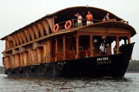Luxurious Groupstay in Houseboat Chapora Backwater - Morjim - Boat