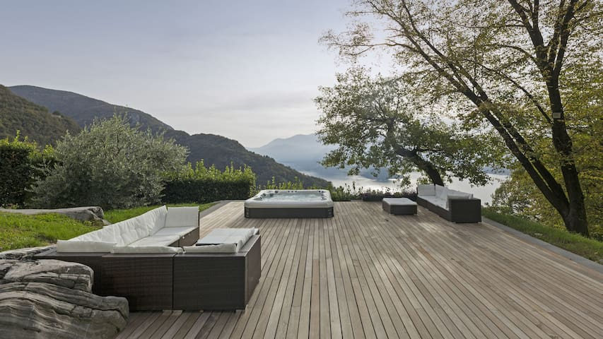 VILLA TORRE PERLEDO, DESIGN ON LAKE COMO.