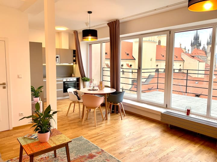 Chic Two Bedroom Old Town Apartment with a terrace