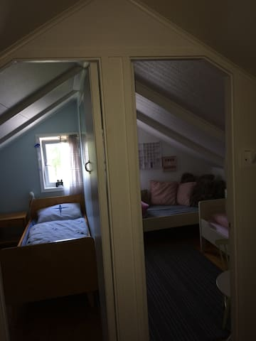 2 små rom, skråtak. Bratt trapp opp til loft. Second floor, two children rooms.