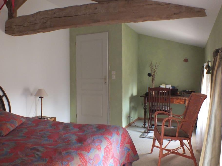 Chambre sur jardin avec lit queen size