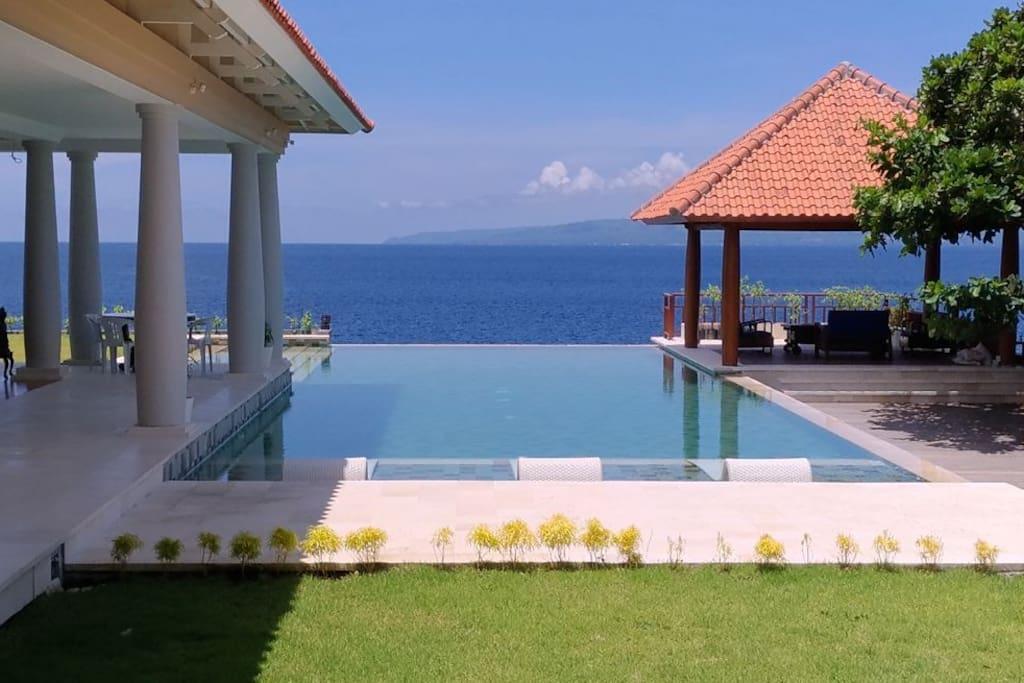 exclusive stunning oceanfront luxury villa br 1. Black Bedroom Furniture Sets. Home Design Ideas
