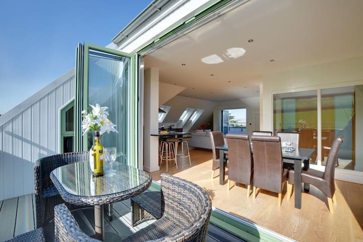 The Penthouse At Point View