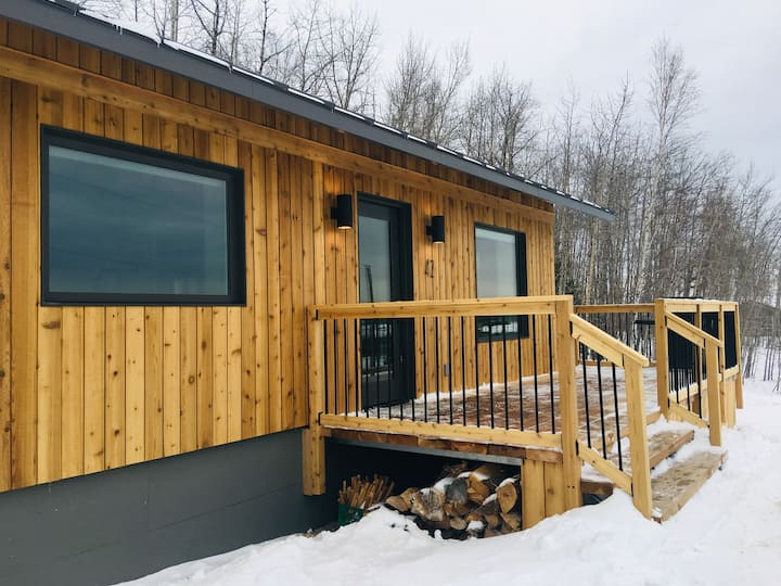 NEW Modern eco cabin with scenic views, near park
