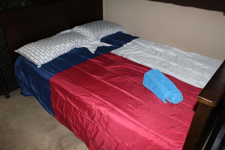 Bed 3B Shared Space! Close to downtown Dallas!