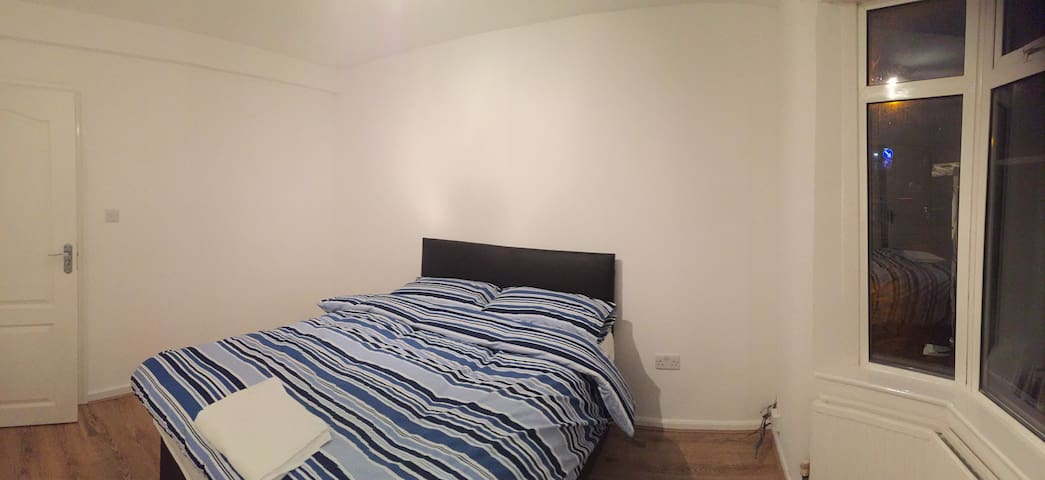 Lovely Double Bedroom - High Wycombe - House