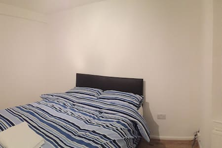 Spacious Refurbished Lovely Double Bedrooms - High Wycombe - Casa