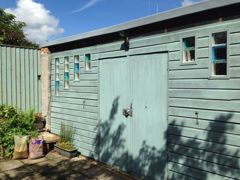 Separate office/workshop in the garden.