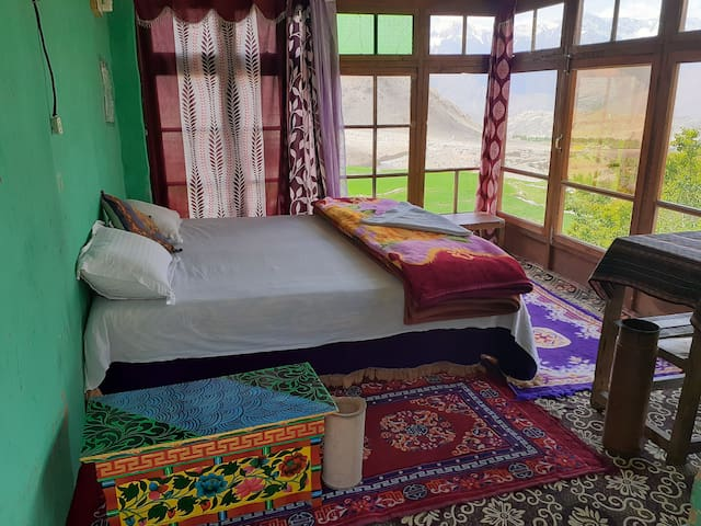 Old LikkirTraditional Authentic Home Stay.