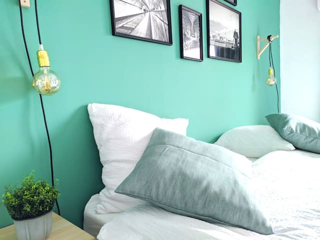Frisse, ruime kamer op het trendy Zuid