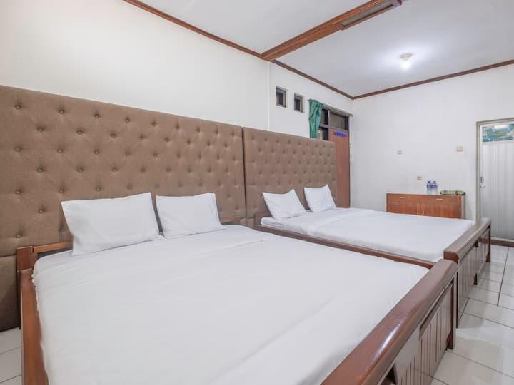 "Hotel Buah Sinuan ""Comfort Family stay in Lembang"""
