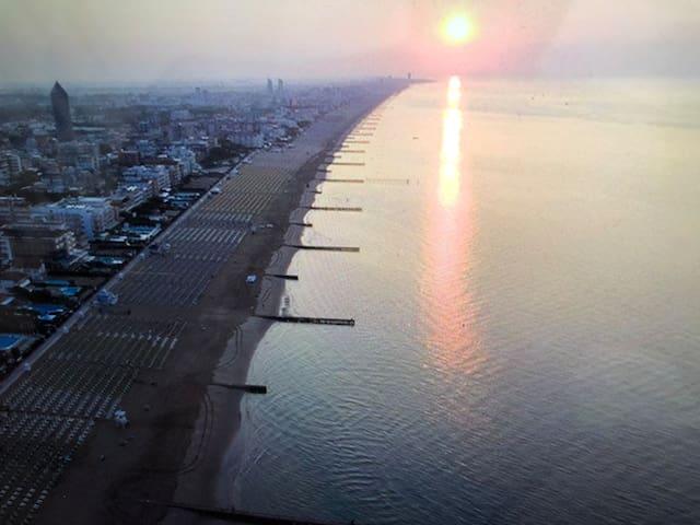 Lido di jesolo a 150 metri il mare III