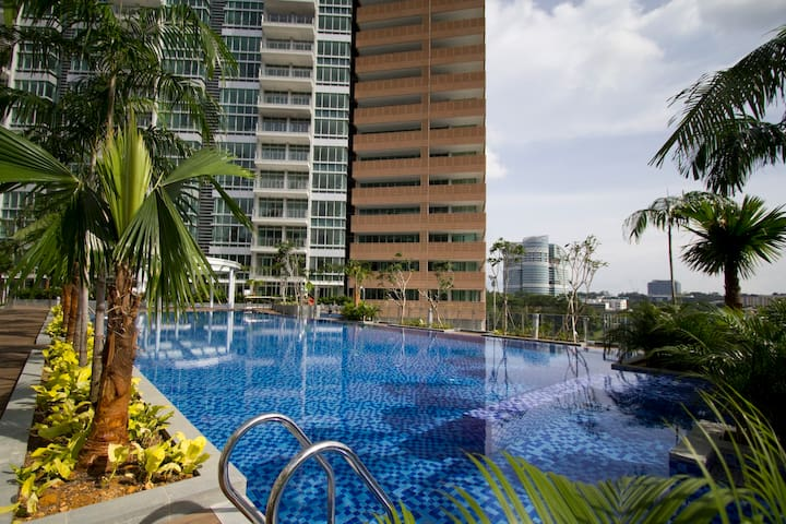 Beautiful Pool View Loft Apartment - Singapur - Loft