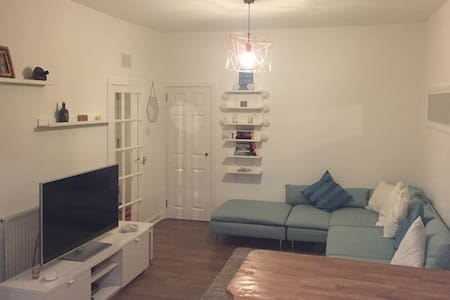 £42 min! Clean, modern one bed apartment in Centre - Aberdeen - Daire