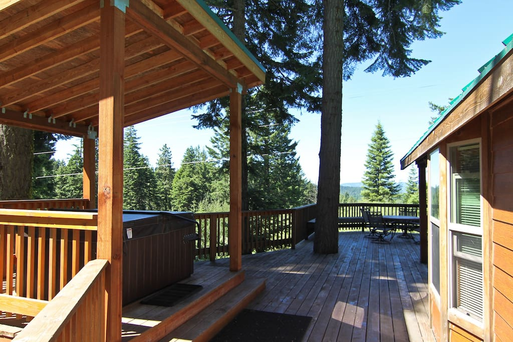 Huge deck overlooking Pines and Manzanita with far off views of Mount Ashland.