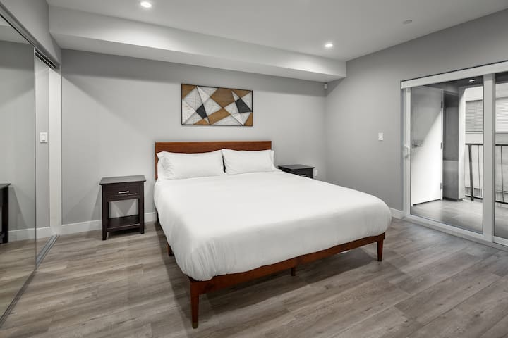 Large king-sized bed in bedroom, w/ high thread-count sheets and balcony