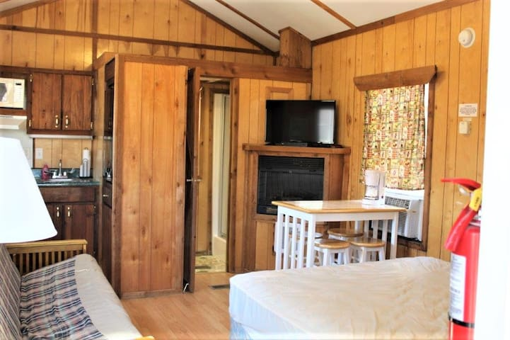 4 Person Cabin 2  Platte City Mo/ Kansas City Area