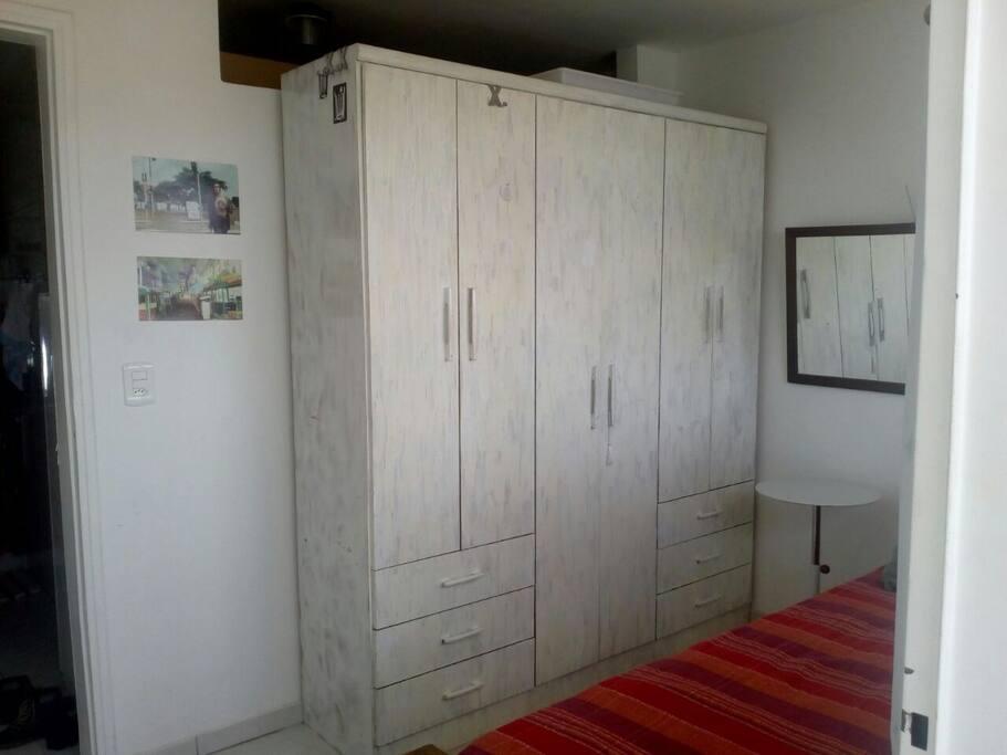 armário no quarto